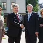 President Petro Poroshenko of Ukraine and Prime Minister Stephen Harper of Canada with their spouses, Dr. Maryna Poroshenko and Laureen Harper.