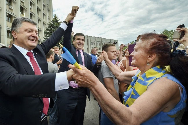 Odesa Oblast Governor Mikheil Saakashvili with President Petro Poroshenko during his working visit to the oblast on May 30.