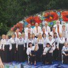 Singer Oksana Mukha of Lviv and the Dumka Chorus of New York perform at the 10th Ukrainian Cultural Festival.