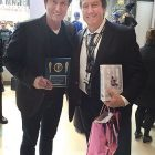 """NEW YORK – Hockey great Wayne Gretzky accepted his induction plaque and gifts from the recently established Ukrainian Sports Museum and Hall of Fame from Theodore Bodnar (right), vice-president. The presentation was made on October 20 at the NHL Store in New York during Mr. Gretzky's book tour stop there. Mr. Bodnar noted of the honoree: """"He was very gracious, humble and honored – and knew about the museum."""" The meeting between Mr. Bodnar and """"The Great One,"""" who played for the Edmonton Oilers, the Los Angeles Kings and the New York Rangers, was arranged with the help of the store manager. The Ukrainian Sports Museum and Hall of Fame is located at the Ukrainian American Cultural Center of New Jersey in Whippany. Its inaugural induction ceremonies were held on September 17."""