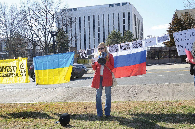 Oksana Osipova, vice-president of United Help Ukraine, addresses the demonstration held in remembrance of the late Borys Nemtsov.