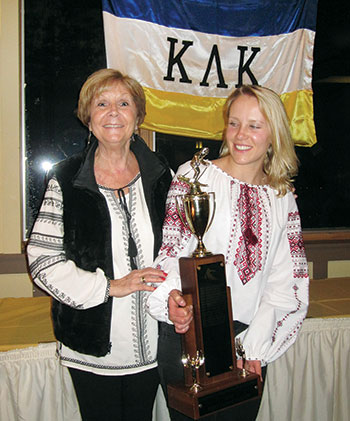 KLK President Vira Popel presents the traveling trophy for the fastest female skier of the 2017 races to Maya Stawnychy.