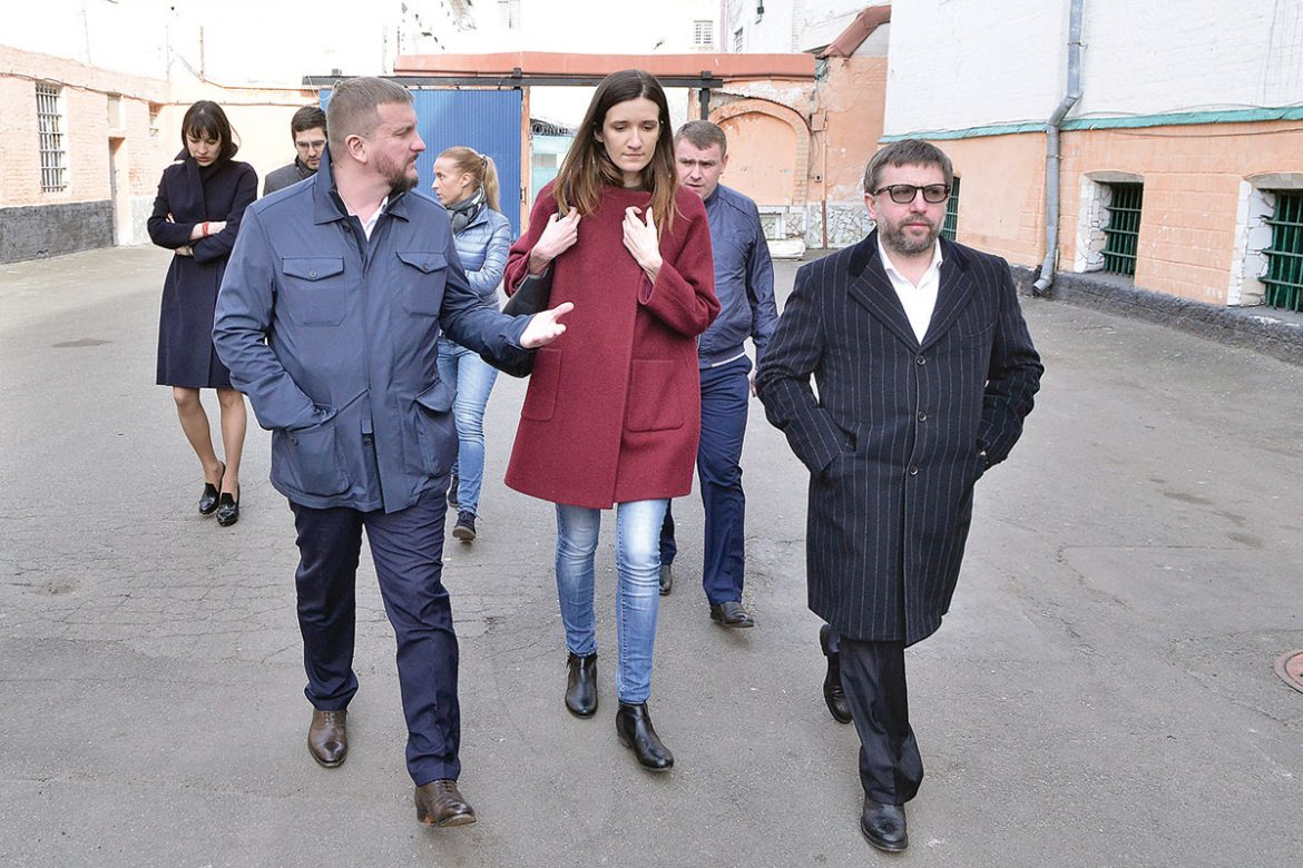 Justice Minister Pavlo Petrenko (left) and Deputy Justice Minister Denys Chernyshov (right) during an inspection of the Lukyanivska Prison in Kyiv on April 18.