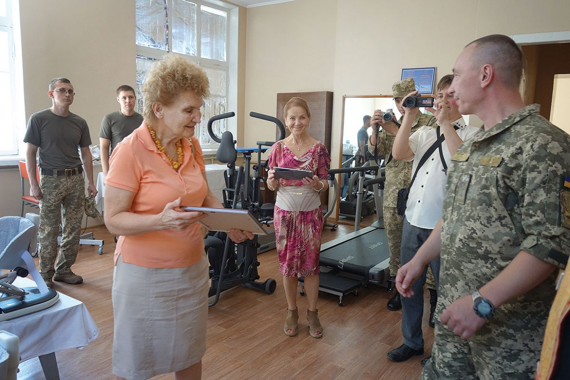 The president of the United Ukrainian American Relief Committee, Larissa Kyj (center, left), is presented a thank-you letter by Lt. Col. Yuriy Podolyan on behalf of the Kharkiv Military Hospital. The UUARC was able to buy $140,000 worth of rehabilitation therapy equipment for injured soldiers being treated at three hospitals thanks to a donation by the late Gregory Malinowski.