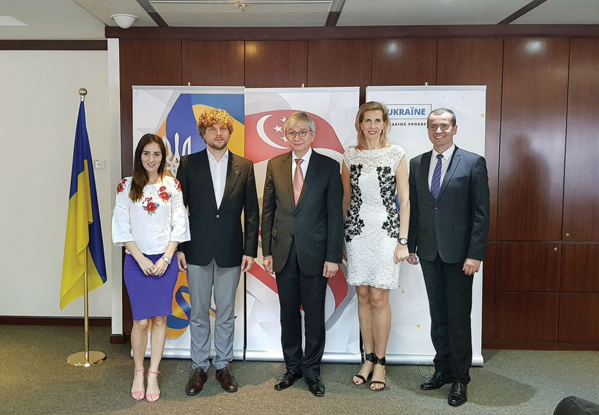 The UWC president with the leadership of the Ukrainian Club in Singapore (from left): Tetiana Boiarska, Мikhail Gerasimov, Eugene Czolij, Lilya Barchuk and Vitalii Chaika.