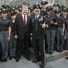 President Petro Poroshenko with Lt. Gen. Robert L. Caslen, superintendent of the U.S. Military Academy at West Point, and cadets.