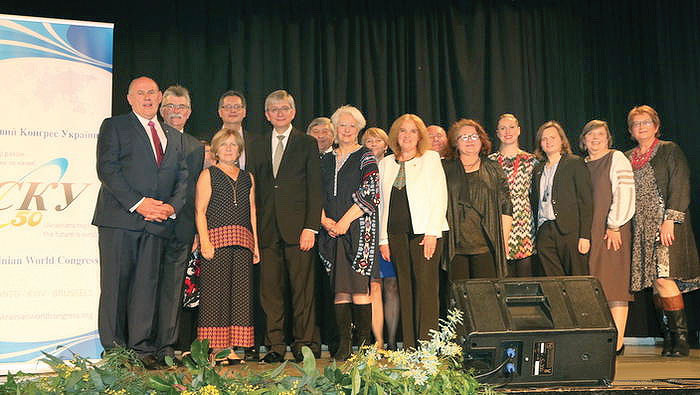 With members of the board of the Australian Federation of Ukrainian Organizations at a banquet in Melbourne (first row, from left) are: Stefan Romaniw, Anna Czolij and Eugene Czolij.