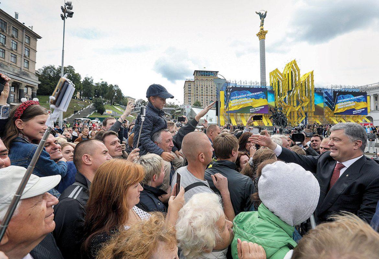 prez-in-crowd