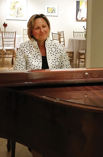 Adriana Helbig at the piano.