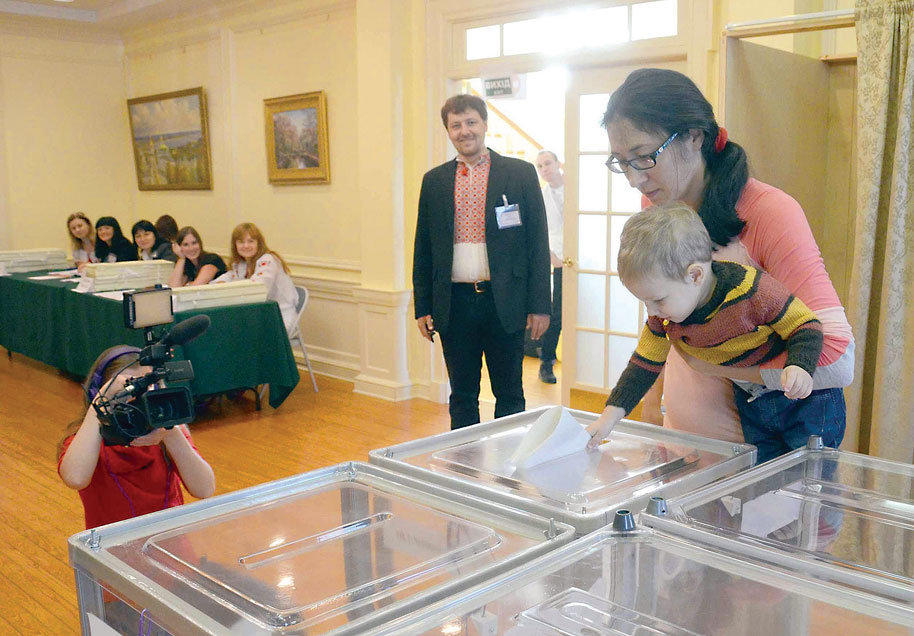 Ukrainians in the U.S. converged on Ukraine's diplomatic posts in four cities – New York, Chicago, San Francisco and Washington – on October 26 to cast their votes for Ukraine's parliamentary elections. At Ukraine's Embassy in Washington, more than 300 voters cast ballots.
