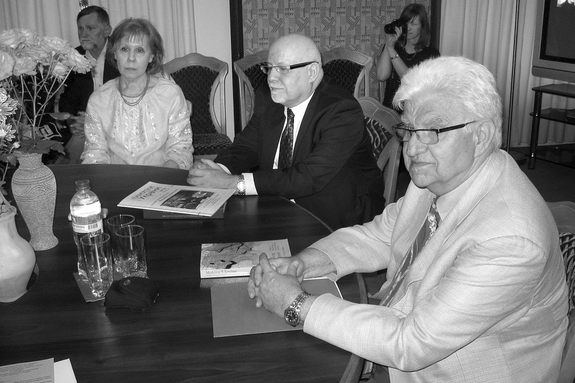 Prof. Zenon E. Kohut was honored on his 70th birthday with a roundtable discussion on the history of the Ukrainian Kozak Hetmanate held on June 26 in Kyiv.