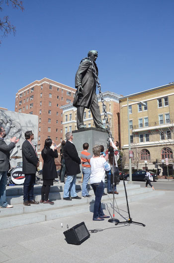 """Taras Shevchenko being unchained after the recitation of his """"Testament."""""""