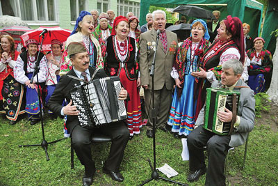 Singers and musicians perform at a Victory Day holiday hosted by the Solomianskyi District Administration in Kyiv on May 7.