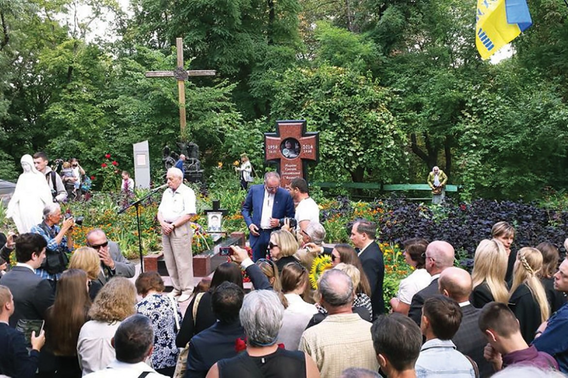 Former National Deputy Stepan Khmara speaks during the ceremonies marking the first anniversary of Markian Paslawsky's death in battle.