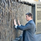 Minister Pavlo Klimkin on October 16 visited the Holodomor Memorial, which was built on federal land in the District of Columbia thanks to the joint efforts of the government of Ukraine and the Ukrainian American community. The dedication ceremony of the Holodomor Memorial, designed by Larysa Kurylas, is scheduled for November 7. – Ministry of Foreign Affairs of Ukraine