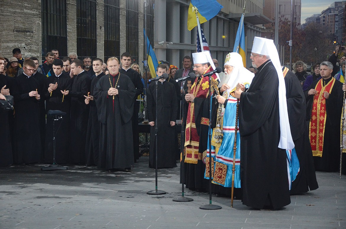 Patriarch Sviatoslav of the Ukrainian Greek-Catholic Church, Patriarch Filaret of the Ukrainian Orthodox Church – Kyiv Patriarchate and Metropolitan Antony of the Ukrainian Orthodox Church of the U.S.A., lead the blessing of the Holodomor Memorial.