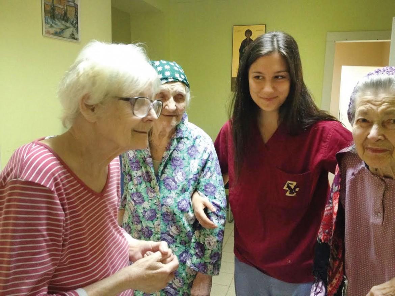 Areta Bojko with patients at the Metropolitan Andrey Sheptytsky Hospital.