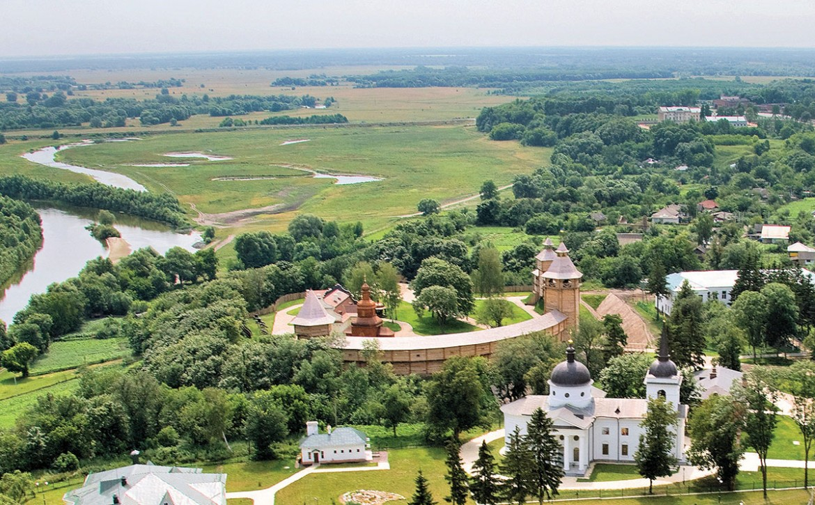 The reconstructed 17th-century fortress citadel and the Resurrection Church (1803), the mausoleum of Hetman Kyrylo Rozumovsky in Baturyn. (Aerial photo by Serhii Chynin, Baturyn National Preserve.)