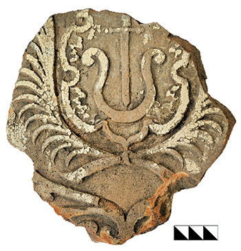 Fragment of ceramic stove tile with a comparable heraldic relief discovered in the northern suburb in 2014, from the Baturyn Museum of Archaeology.