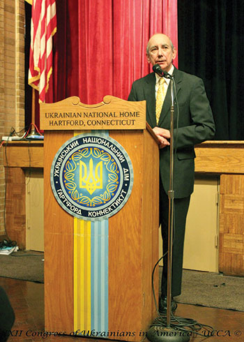 The first U.S. ambassador to Ukraine, Roman Popadiuk, delivers a keynote address at the congressional banquet.