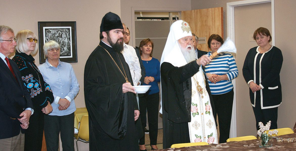 Patriarch Filaret blesses the UNA Home Office.