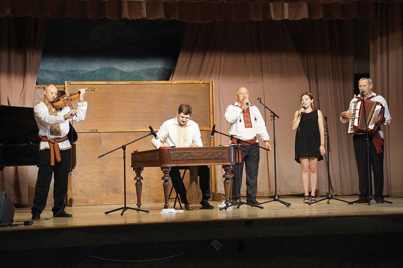 "The folk ensemble Hurt Udech sings ""Mnohaya Lita "" with Hanna Datsko of Lviv during the Sunday concert."