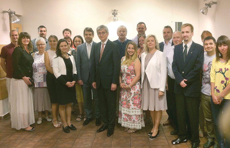 The UWC president with the Ukrainian community in Prague.