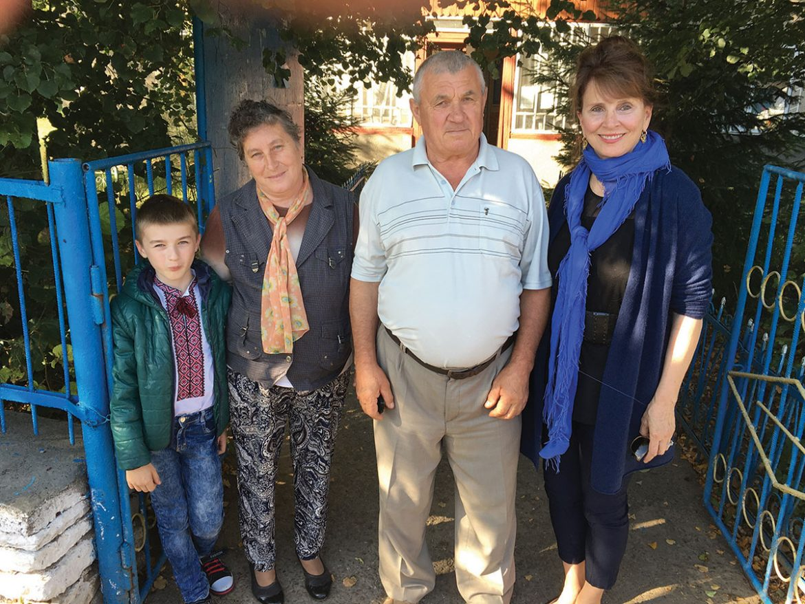 Holly Palance, daughter of Oscar-winning actor Jack Palance (Palahniuk), stands with the mayor and his family in the village of Ivane-Zolote in Ternopil Oblast on September 15.