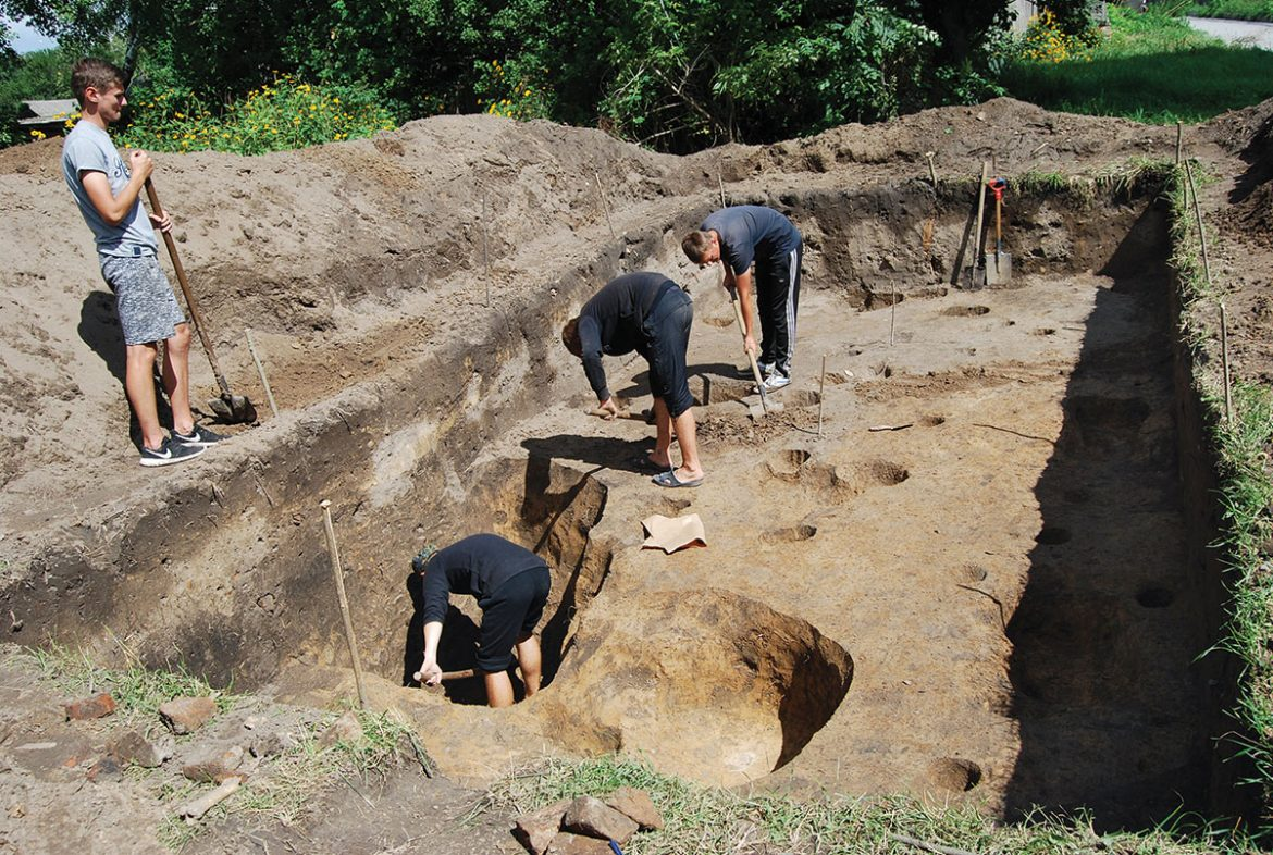 Excavations of the 17th-18th century dwellings of the Kozaks and burghers in the former Baturyn fortress.