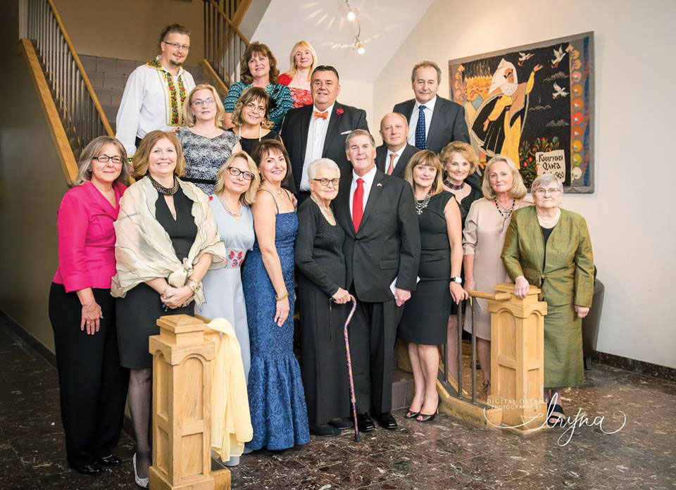 The Ukrainian National Museum committee and performers at the gala.