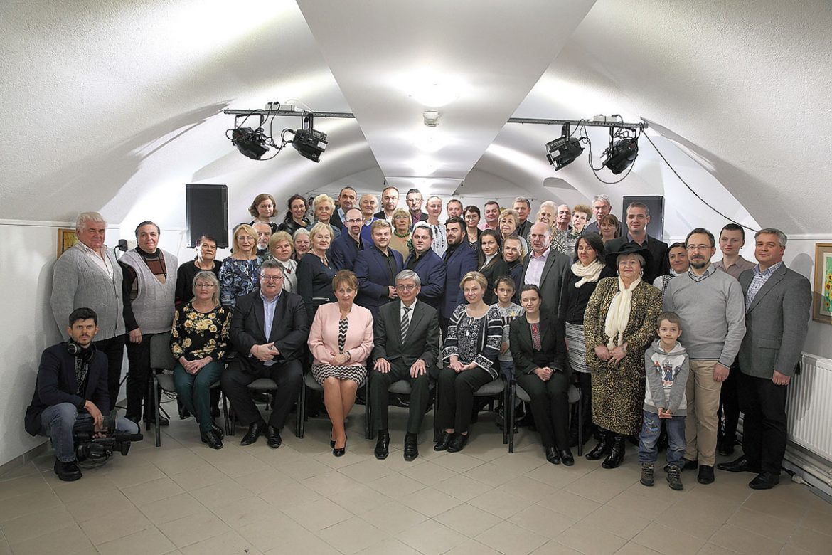The UWC president with participants of the community meeting in Budapest.